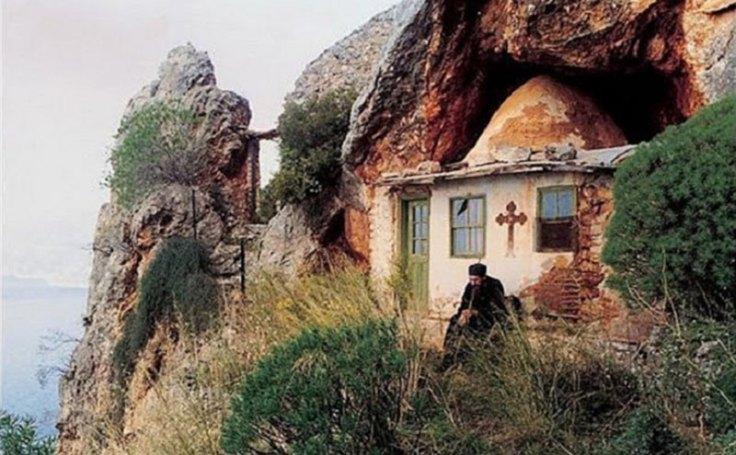 pustia-sfantului-munte-athos-1